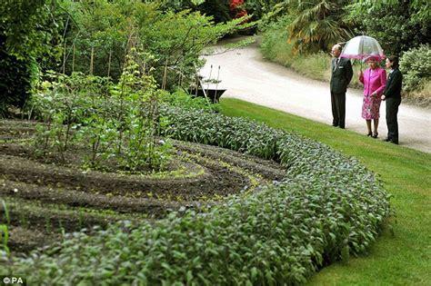 Gardener Salary by Alan Titchmarsh Finds Magic Mushrooms At Buckingham Palace