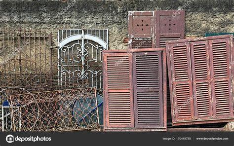 cornici vecchie cornici vecchie porte e finestre foto stock