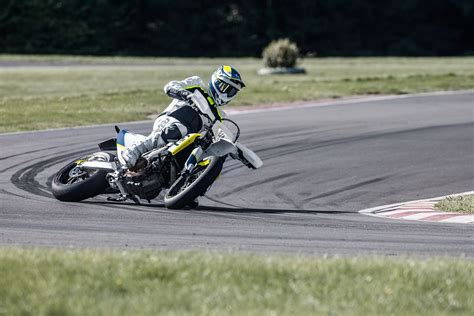 Motorrad Gebraucht Supermoto by Gebrauchte Husqvarna 701 Supermoto Motorr 228 Der Kaufen