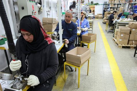 ikea syrian refugees sodastream offers 1 000 jobs to syrian refugees israel21c