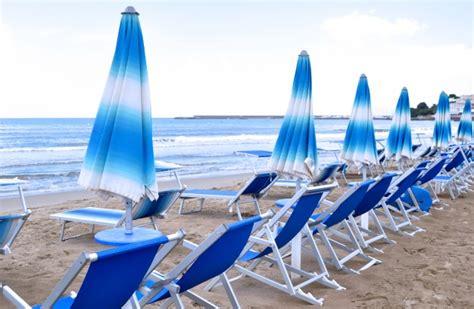 fotos de hamacas en la playa playa con hamacas descargar fotos gratis
