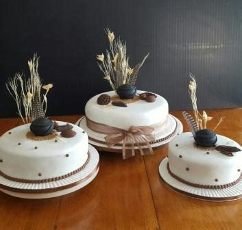 AFRICAN TRADITIONAL CAKES   MULBERRY CAKES and CUPCAKES