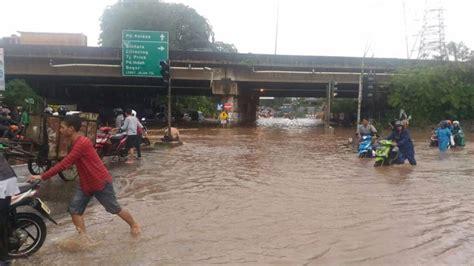 detiknews banjir hari ini cari solusi banjir di kalimalang polisi dan dishub gelar
