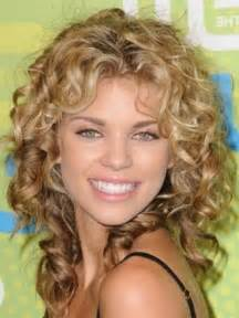 curley above shoulder length hair syles sensational medium length curly hairstyle for thick hair