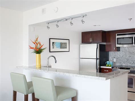 waikiki suites with kitchens