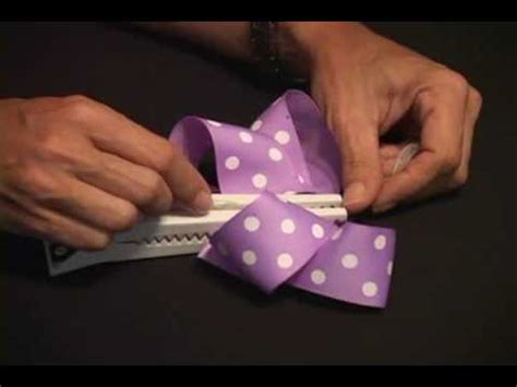 Gator Bite To Make Hair Bows | gator bite com how to tie a perky hair bow gator bite