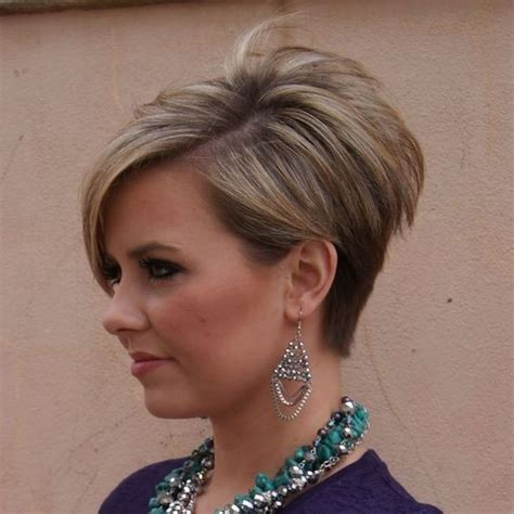 20 trendy stacked hairstyles for short hair practicality