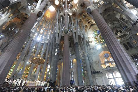 interior de la sagrada familia spray de temas por j j el templo de la sagrada familia