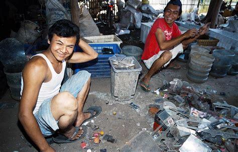 Acrylic Cirebon indonesia java slums poverty armut photos 5