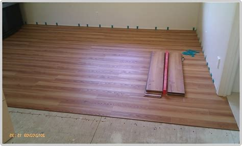 Glueless Laminate Flooring Design Ideas Trafficmaster Glueless Laminate Flooring Flooring Home Decorating Ideas Vr2roxbapz