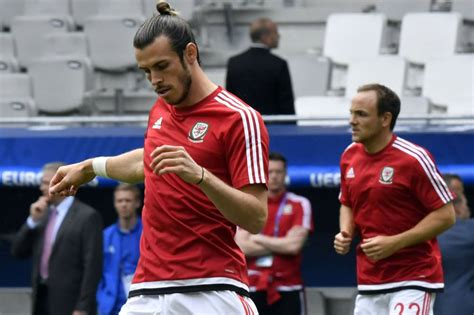 s nose warm and wales slovakia bale breaks fan s nose with wayward in the warm up as