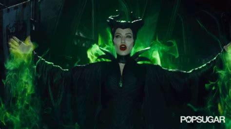 membuat format gif mana lebih kejam antara maleficent dan evil queen celeb