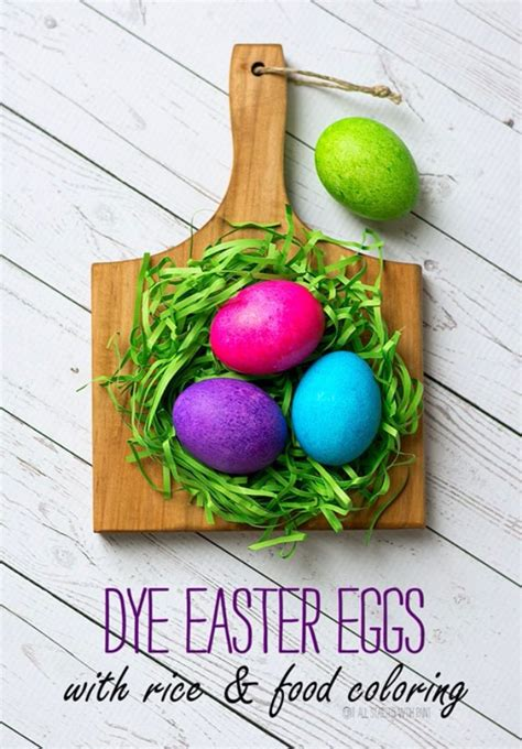 dying easter eggs with food coloring 31 easter egg decorating ideas