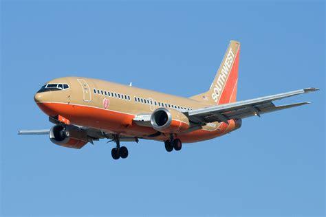 description classic colors southwest airlines n648sw boeing 737 3h4