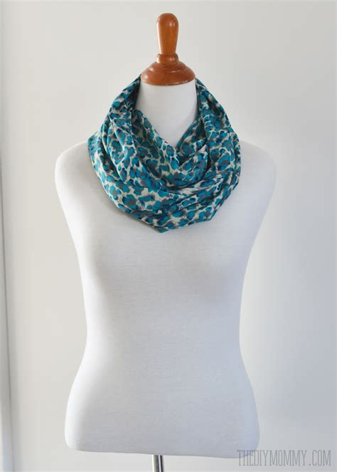 make an easy 15 minute infinity scarf the diy