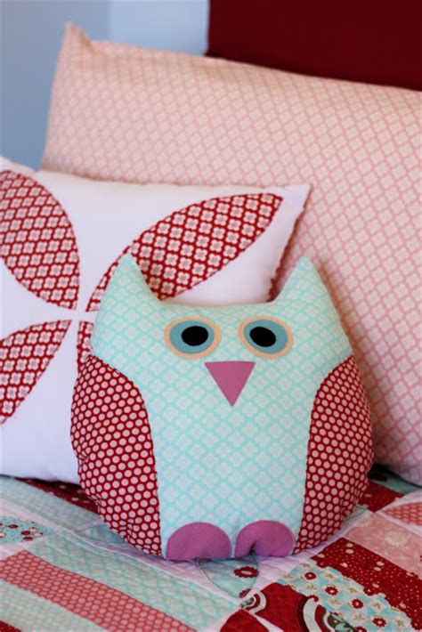 Time To Work Bantal owl pillow a spoonful of sugar