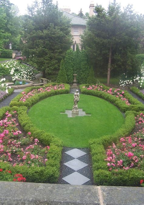 Formal Garden Design Ideas Co Co S Collection Formal Garden Structure Roses Boxwood By Using Boxwood To Surround