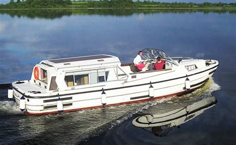 river shannon boating holidays lough ree cruisers boat hire boating holidays on the