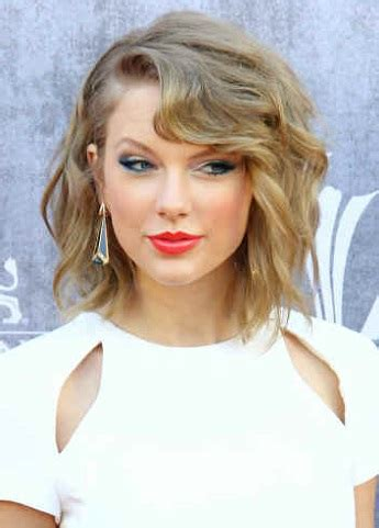 hairstyles: taylor swift – medium beachy hairstyle