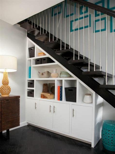 speisekammer unter treppe die besten 25 regale unter treppen ideen auf