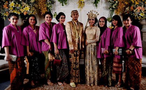 Model seragam keluarga untuk pernikahan contoh baju muslim terbaru
