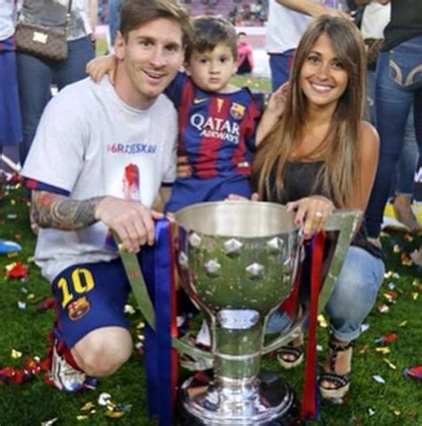 messi and wife messi his son his wife lionel messi pinterest