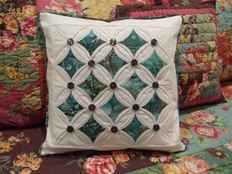 Cathedral Window Patchwork Tutorial - quilted pillows quilting gallery quilting gallery