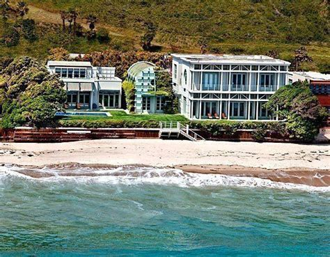 jim carrey s house jim carrey lists beach house in malibu colony at 13 95 million latimes