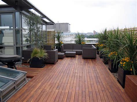 membangun taman diatas atap rumah gedung roof garden