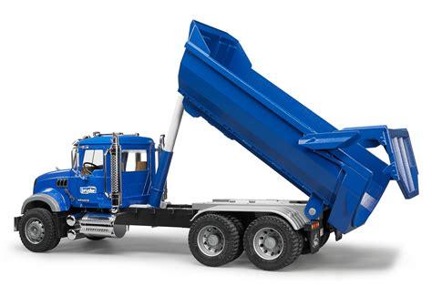bruder truck amazon com bruder mack granite halfpipe dump truck toys