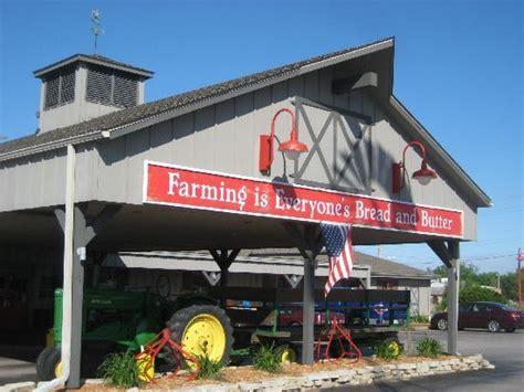 Wisconsin Machine Shed iowa machine shed review