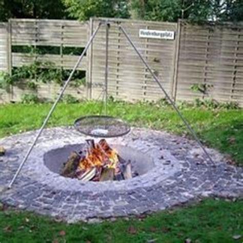 einfache feuerstelle im garten grillplatz feuerstelle garten grillplatz