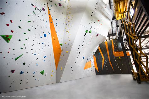 spinning l that projects pictures on the walls l escalade climbing and fitness walltopia climbing walls