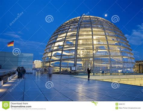 tetto a cupola cupola di vetro sul tetto reichstag a berlino immagine