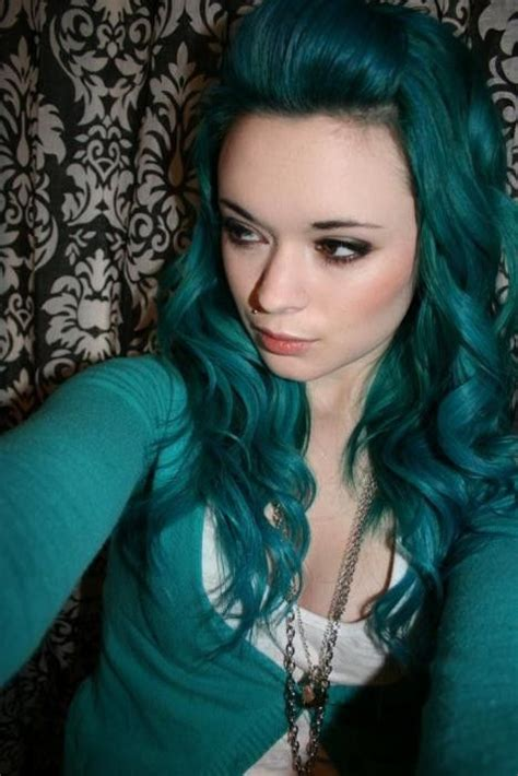 does phaedras hair teal please help i want to dye my hair exactly this color