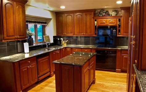 kitchen with cherry cabinets cherry kitchen cabinet pictures and ideas