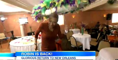 robin roberts home robin roberts flys home for weekend video