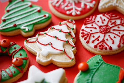 pictures of decorated christmas cookies using royal icing royal icing recipe for decorating cookies