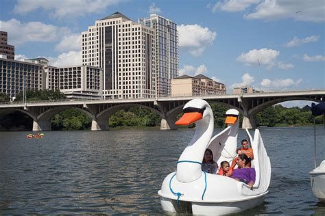 boat rental lady bird lake austin boat rentals on lady bird lake capital cruises