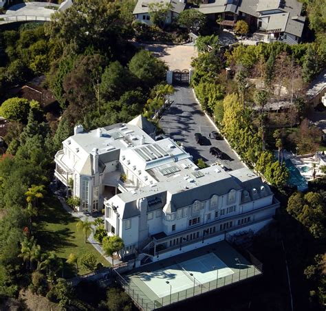 celebrity homes photos michael jackson in celebrity homes zimbio