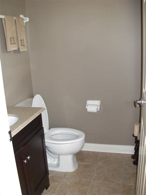 what color to paint a small bathroom to make it look bigger paint small bathrooms attractive personalised home design