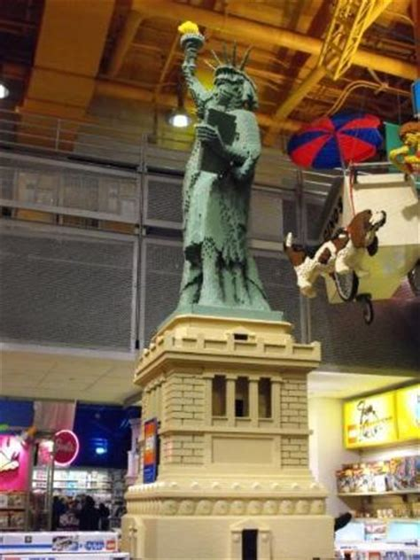lego statue of liberty, toys r us, times square picture