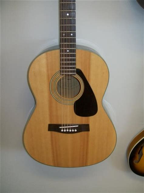 Accoustic Guitar Yamaha C 315 picture of acoustic guitar yamaha fg 325