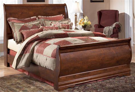ashley king size bed wilmington king size sleigh bed by signature design