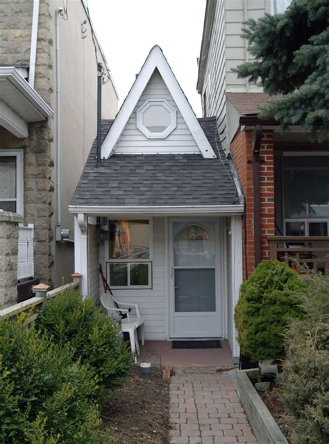 Small Houses For Sale Gta This Is The Smallest House In Toronto