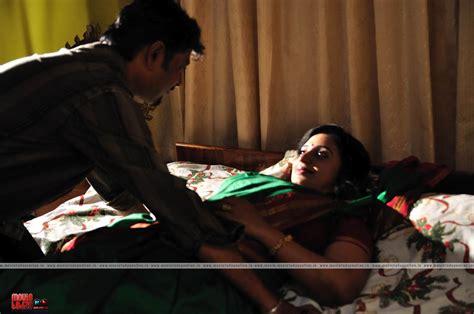 bedroom sexy seen hot mallu aunty sona nair hot bedroom scene in saree 171 mallufun com