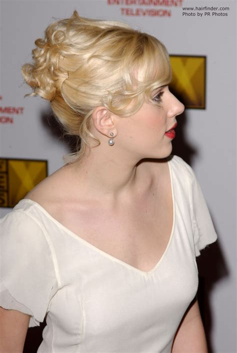 Johansson Side by Johansson Wearing Hair In A Curly Updo