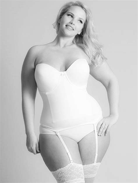 Elly Mayday   Elly Mayday   Pinterest   Snow bunnies, Beauty photos and Fat girls