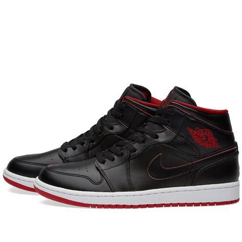 Sepatu Nike Air Berwuda 1 nike air 1 mid black white