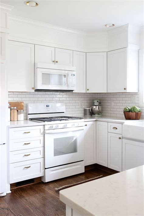Kitchen Makeovers With White Appliances 25 Best Ideas About White Appliances On White